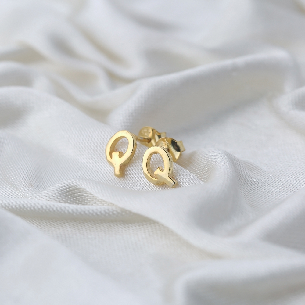 Minimalistic Initial Alphabet letter Q Stud Earring Wholesale 925 Sterling Silver Jewelry